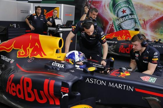 Hàng vạn người hâm mộ trải nghiệm F1 tại Việt Nam ảnh 1
