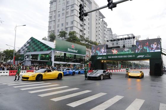 Hàng vạn người hâm mộ trải nghiệm F1 tại Việt Nam ảnh 3