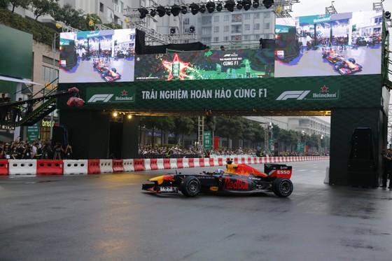 Hàng vạn người hâm mộ trải nghiệm F1 tại Việt Nam ảnh 4