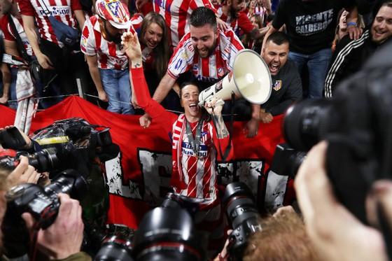 Lần 3 đăng quang, Griezmann chói sáng, Torres chia tay ngọt ngào ảnh 4