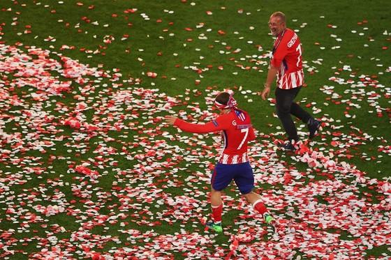 Lần 3 đăng quang, Griezmann chói sáng, Torres chia tay ngọt ngào ảnh 9