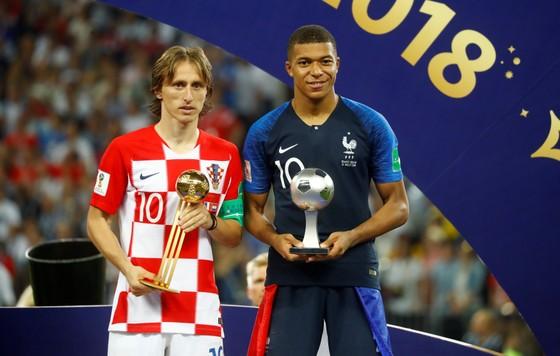 Pháp - Croatia 4-2: Griezmann, Pogba, Mbappe tỏa sáng, Deschamps đưa Les Bleus đăng quang sau 20 năm ảnh 1