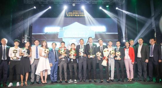 Trực tiếp Gala Trao giải QBV Việt Nam 2018: Tuyết Dung đoạt Quả bóng vàng nữ ảnh 3