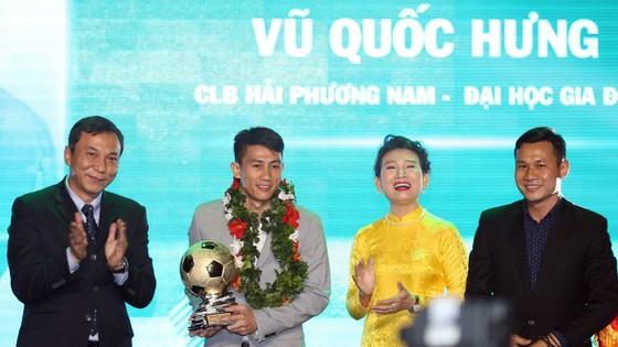 Trực tiếp Gala Trao giải QBV Việt Nam 2018: Tuyết Dung đoạt Quả bóng vàng nữ ảnh 18