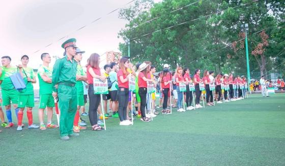 Tưng bừng khai mạc Giải bóng đá truyền thống Quảng Bình Khu vực Nam bộ  ảnh 1