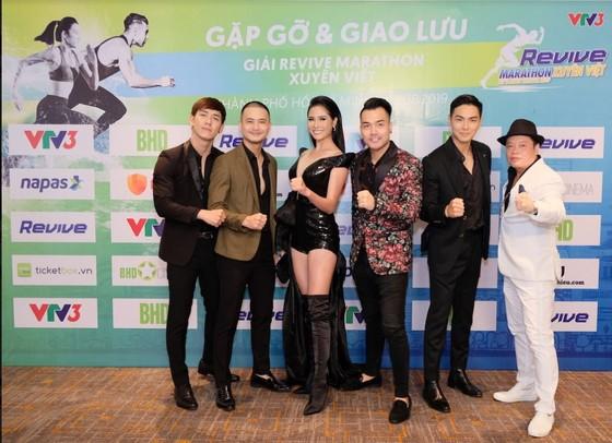 Giải chạy thu hút nhiều sự tham gia của các nhân vật nổi tiếng.