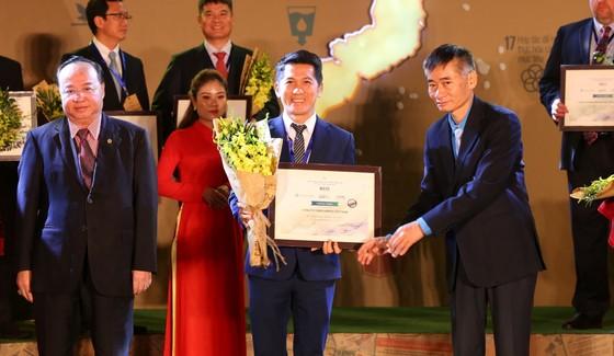 Tổng Giám đốc Amway Việt Nam – ông Huỳnh Thiên Triều nhận giải thưởng Top 100 Doanh Nghiệp Phát Triển Bền Vững (Top 100 CSI) 2019