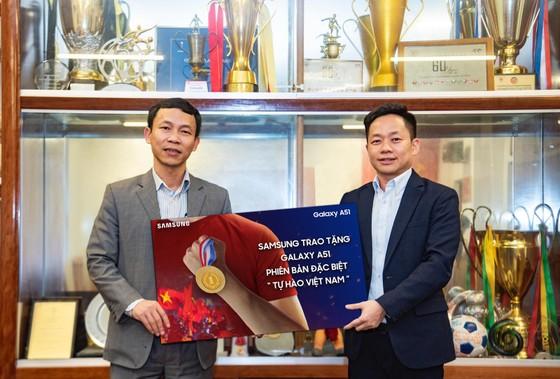 Samsung Galaxy A51 phiên bản đặc biệt tặng 2 đội tuyển Việt Nam