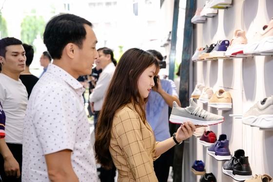 Giày HUG riêng cho giới trẻ Việt