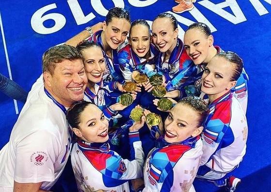 """""""Búp bê Nga"""" Varvara Subbotina đáp lại clip khoe giữ thăng bằng của VĐV Katie Ledecky ảnh 2"""