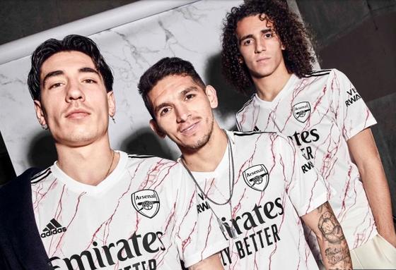 Arsenal ra mắt áo sân khách lấy cảm hứng từ sảnh đá cẩm thạch huyền thoại trong SVĐ Highbury ảnh 3