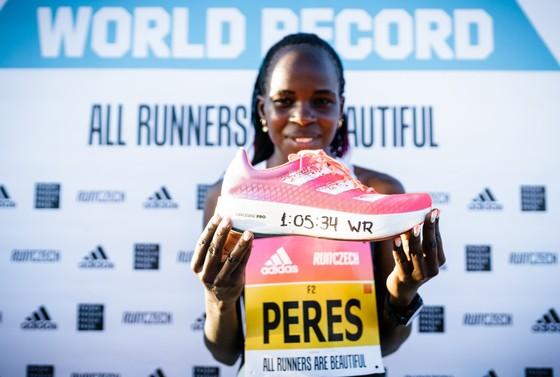 Peres Jepchirchir phá kỷ lục thế giới giải bán marathon toàn nữ RunCzech với siêu phẩm adizero adios Pro ảnh 1