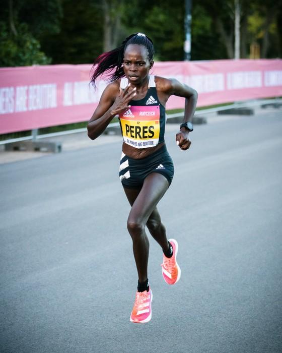 Peres Jepchirchir phá kỷ lục thế giới giải bán marathon toàn nữ RunCzech với siêu phẩm adizero adios Pro ảnh 2