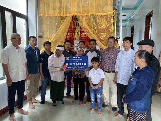 Đội bóng Ba Đề FC đã vượt hơn 1.200km về tới Quảng Bình và trao cho gia đình em Phan Văn Minh