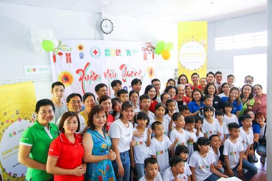 Herbalife Việt Nam tổ Chương trình Xuân Yêu Thương cho hơn 800 em trẻ ảnh 1