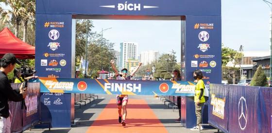 Mercedes-Benz Việt Nam tiên phong đồng hành Triathlon Việt Nam