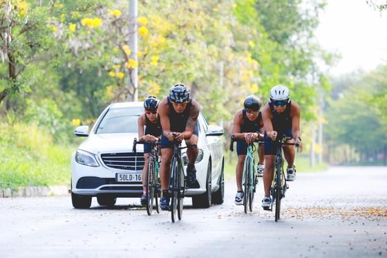 Mercedes-Benz Việt Nam tiên phong đồng hành Triathlon Việt Nam ảnh 1