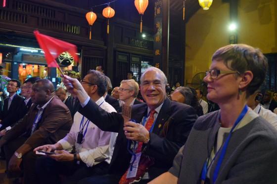 Các Bộ trưởng APEC tham quan phố cổ Hội An ảnh 10
