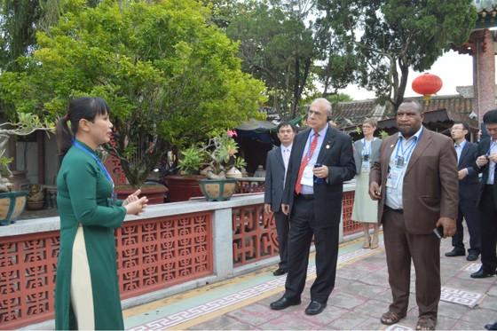 Các Bộ trưởng APEC tham quan phố cổ Hội An ảnh 1