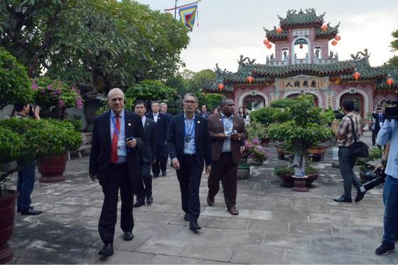 Các Bộ trưởng APEC tham quan phố cổ Hội An ảnh 2