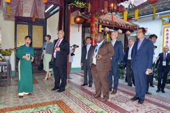 Các Bộ trưởng APEC tham quan phố cổ Hội An ảnh 3