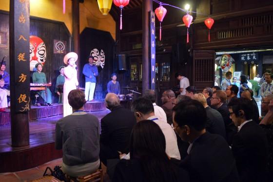 Các Bộ trưởng APEC tham quan phố cổ Hội An ảnh 7