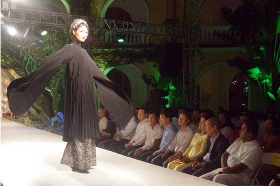 Biểu diễn thời trang mừng APEC 2017 ảnh 5