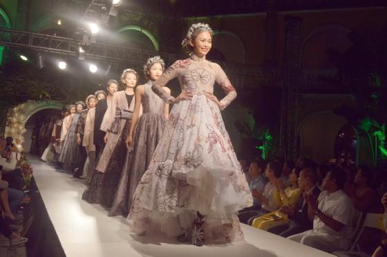 Biểu diễn thời trang mừng APEC 2017 ảnh 8