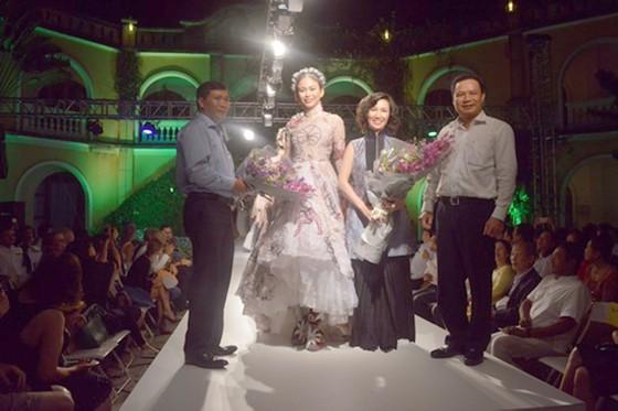 Biểu diễn thời trang mừng APEC 2017 ảnh 9