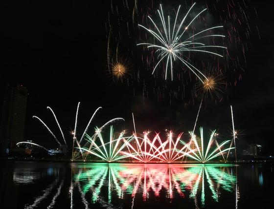 Rực sáng sông Hàn với màn trình diễn ấn tượng của hai đội Thụy Điển và Bồ Đào Nha ảnh 3