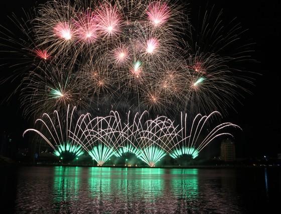 Rực sáng sông Hàn với màn trình diễn ấn tượng của hai đội Thụy Điển và Bồ Đào Nha ảnh 1