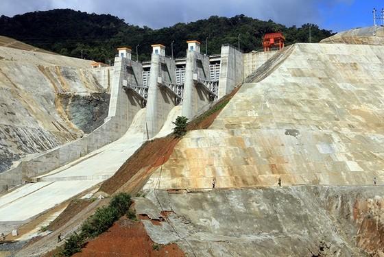 Thủy điện Sông Bung 2 tích nước trở lại sau sự cố bục vỡ cửa van ảnh 1