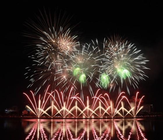 Đà Nẵng tổ chức bắn pháo hoa kỷ niệm 22 năm thành phố trực thuộc Trung ương ảnh 1