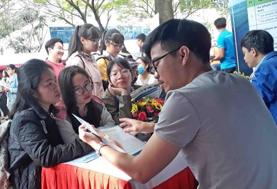 """Hơn 5.000 học sinh tham gia chương trình """"Tư vấn tuyển sinh – hướng nghiệp 2019"""" tại Đà nẵng ảnh 1"""