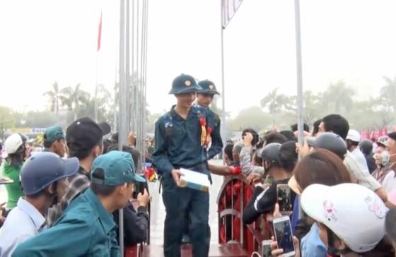 Thanh niên cả nước nô nức nhập ngũ bảo vệ Tổ quốc ảnh 8