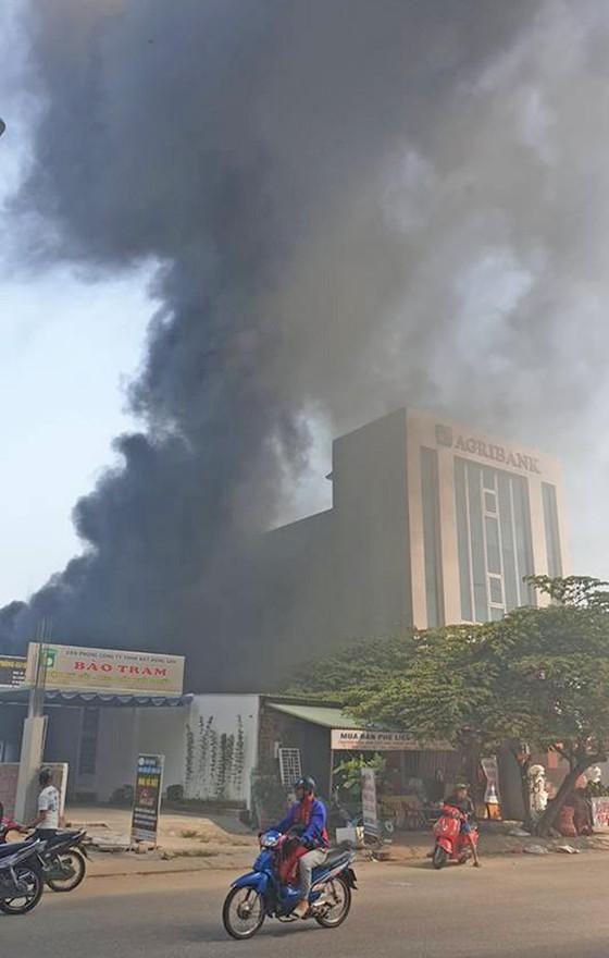 Đà Nẵng: Kho phế liệu cháy người dân chạy tán loạn ảnh 1