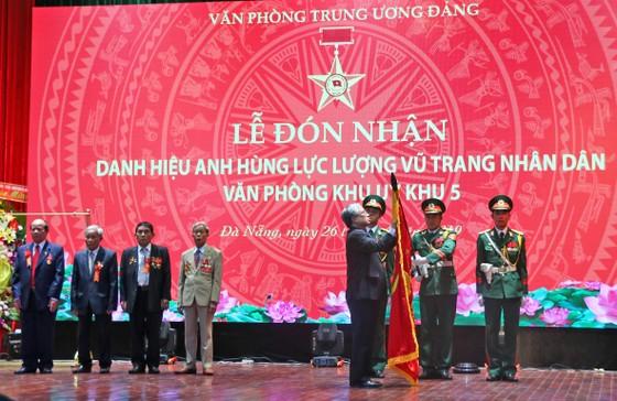 Văn phòng Khu ủy Khu V đón nhận danh hiệu Anh hùng Lực lượng vũ trang nhân dân ảnh 2