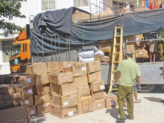 Quảng Nam bắt giữ hơn 1000 ký bột cà phê và nhiều hàng hoá không rõ nguồn gốc ảnh 1