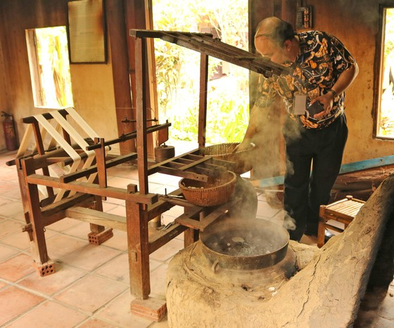 Hơn 80 nghệ nhân đến từ các làng nghề truyền thống sẽ trình diễn ươm tơ, dệt lụa tại Hội An ảnh 2