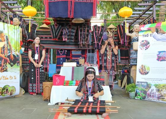 Festival Văn hóa Tơ lụa thổ cẩm Việt Nam - Thế giới 2019 ảnh 3