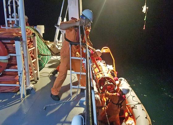 Trong đêm cứu ngư dân bị đứt lìa bàn chân ảnh 2
