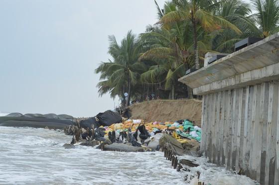 Nghiêm cấm du khách tham quan khu vực biển Cửa Đại ảnh 2