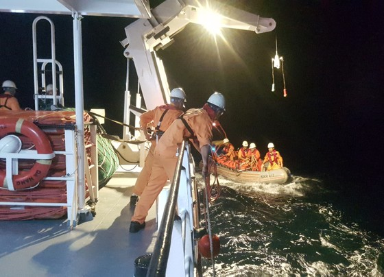Cứu thuyền viên bị chấn thương sọ não khi đang hành nghề trên biển ảnh 1