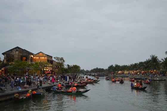 Áp lực dân số, du khách làm ảnh hưởng nghiêm trọng phố cổ Hội An ảnh 1