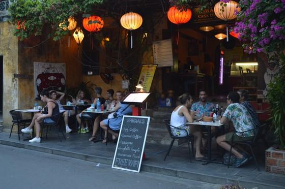Áp lực dân số, du khách làm ảnh hưởng nghiêm trọng phố cổ Hội An ảnh 2
