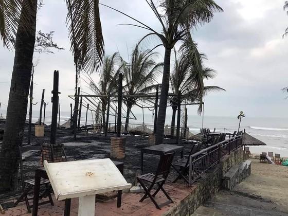 Cháy lớn tại biển An Bàng, Hội An ảnh 1