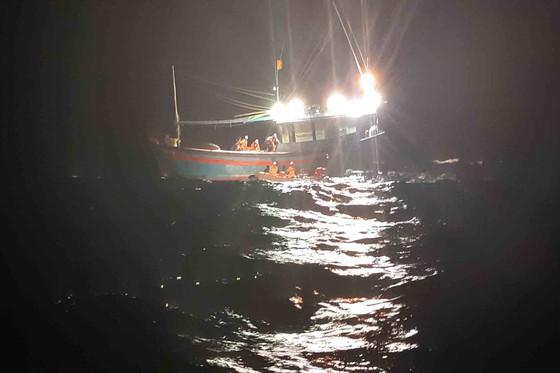 Cứu sống thuyền viên bị chấn thương ngực, gãy tay khi hành nghề trên vùng biển Hoàng Sa ảnh 2