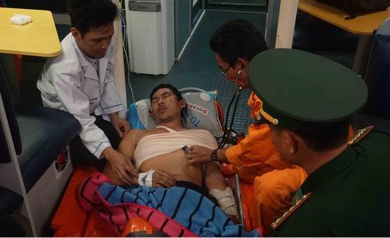 Cứu sống thuyền viên bị chấn thương ngực, gãy tay khi hành nghề trên vùng biển Hoàng Sa ảnh 1