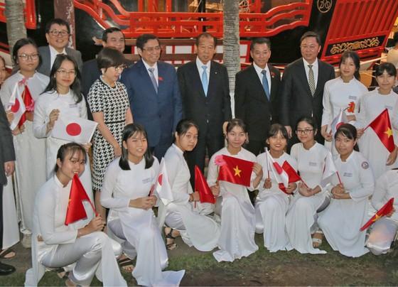 Tổng Thư ký đảng Dân chủ Tự do Nhật Bản thăm phố cổ Hội An ảnh 4