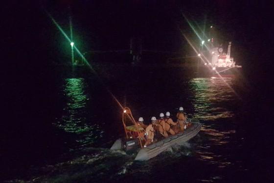Ứng cứu thuyền viên nước ngoài đột quỵ trên biển ảnh 1